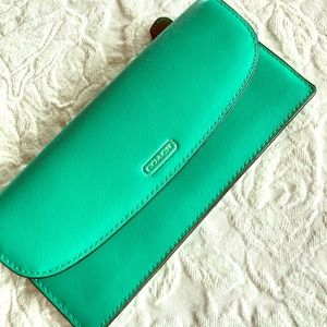 Coach slim envelope wallet gorgeous green color 💚